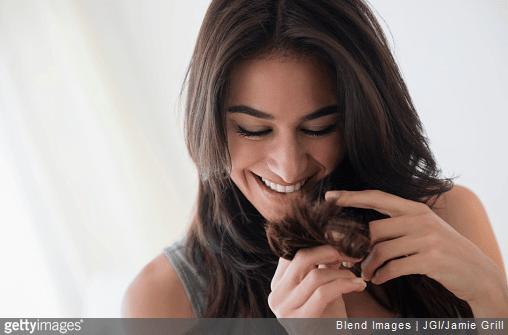 Nos conseils pour que vos cheveux poussent plus vite.